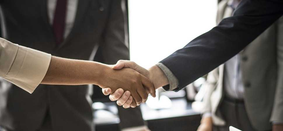 Making a winning first impression in your next business meeting