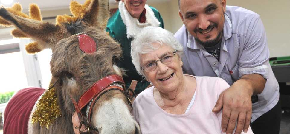 Festive friends  special duo spread Christmas cheer at Cringleford care home