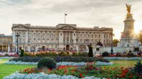 Experts estimate the value of both Buckingham Palace and Windsor Castle