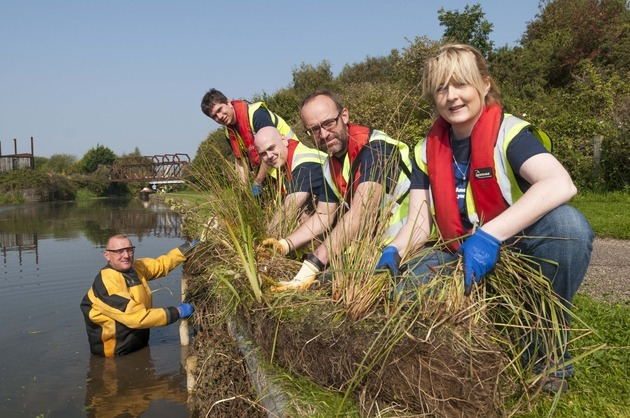 BAML and MBNA Volunteers Working Together to Improve Canal Habitat
