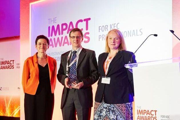 Centre for Global Eco-Innovation wins Praxis Unico Award 2015