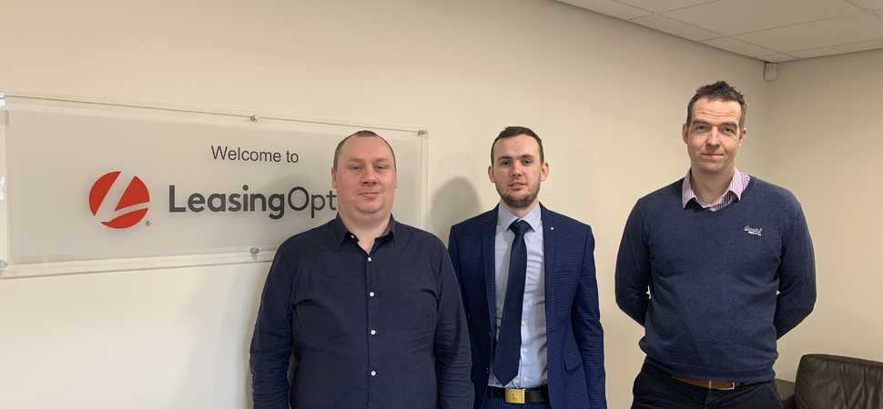 LeasingOptions.co.uk Invests in Management