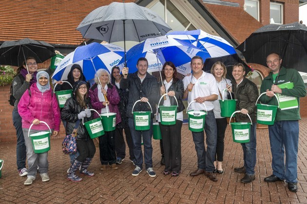 MBNA staff and Macmillan Cancer Support join forces at Chester Races