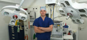 Leading shoulder surgeon boosts Nuffield Tees Hospital orthopaedics team