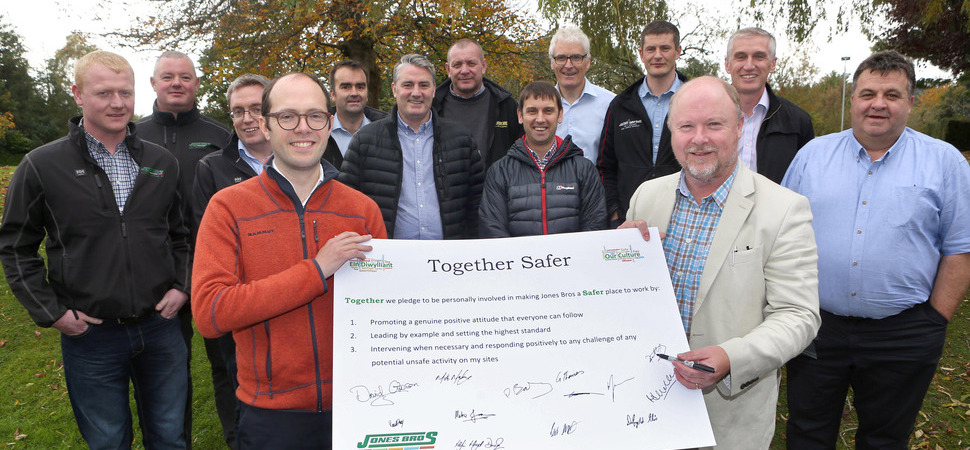 Senior construction managers take the pledge to make Jones Bros Together Safer
