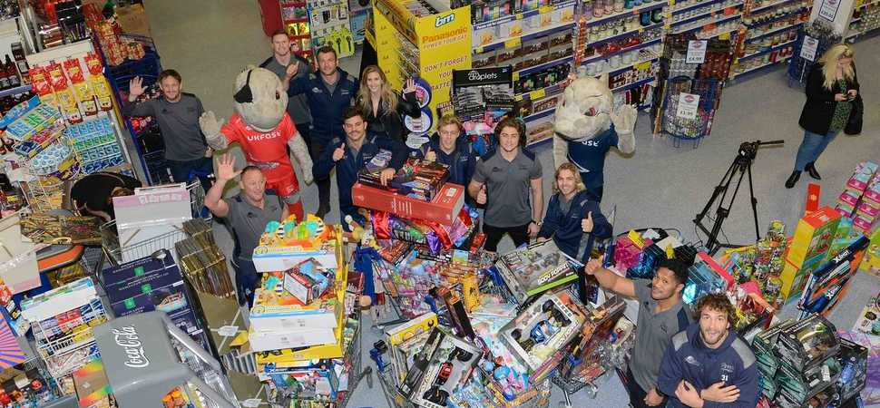 Festive trolley dash sees Sharks stars collect £5,500-worth of gifts for childr